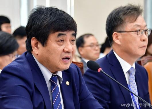 [사진]국감 답변하는 한상혁 위원장