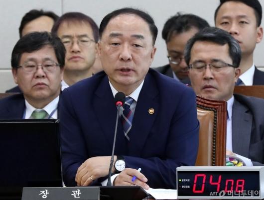 [사진]국정감사 출석한 홍남기 부총리