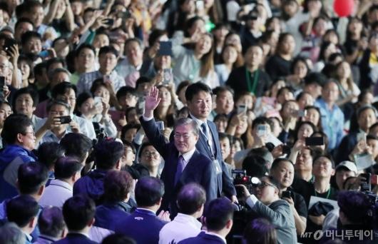 [사진]'제100회 전국체전' 개막식 참석한 문재인 대통령