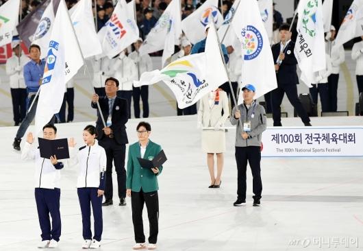 [사진]선서하는 선수단-심판 대표
