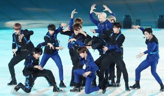 [사진]전국체전 축하공연 펼치는 X1