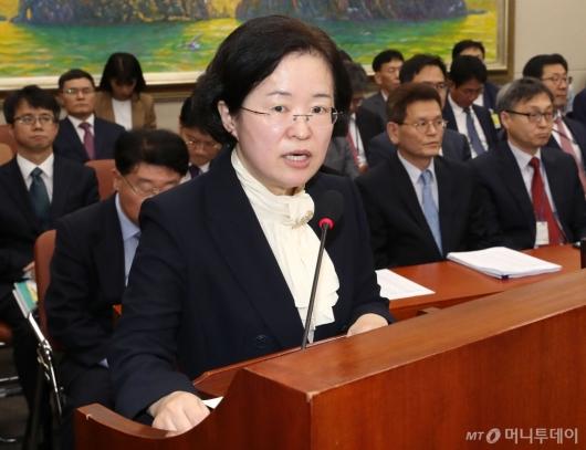 [사진]업무 보고하는 조성욱 위원장