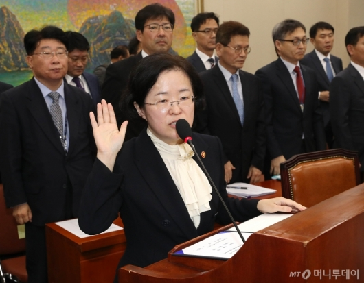 [사진]선서하는 조성욱 위원장