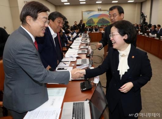 [사진]김종석 간사와 인사 나누는 조성욱