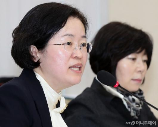 [사진]국감 답변하는 조성욱 위원장