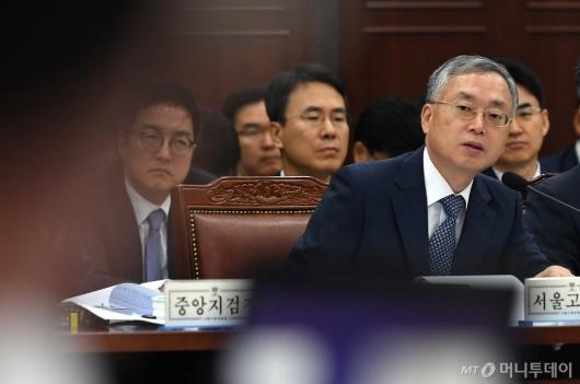[사진]답변하는 김영대 서울고검장