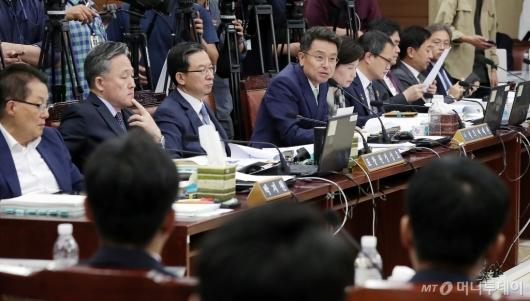 [사진]질문하는 이철희 의원