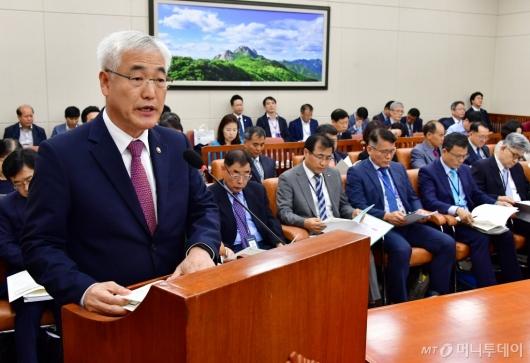 [사진]업무보고하는 김종석 기상청장
