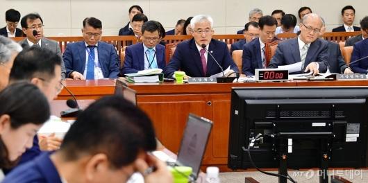 [사진]국정감사 출석한 기상청장