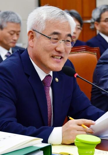 [사진]미소 짓는 김종석 기상청장