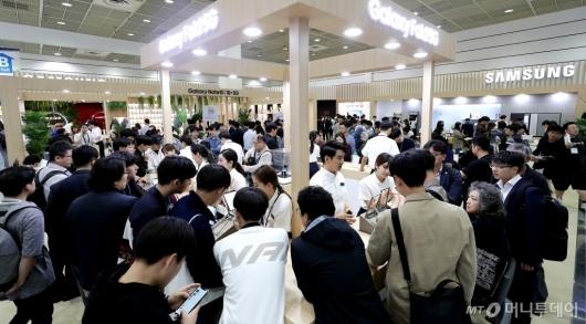 [사진]전자산업대전 '북적이는 삼성 전시관'