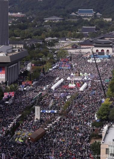 [사진]광화문광장 '조국 규탄' 대규모 집회