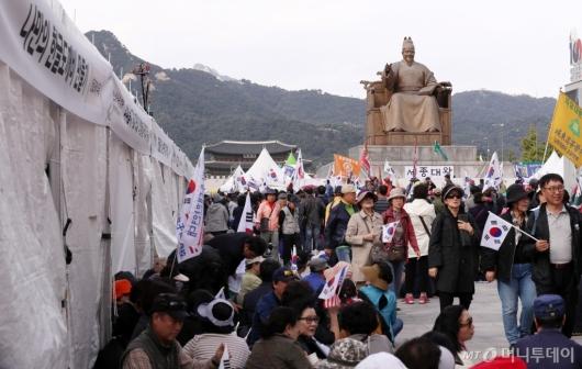 [사진]광화문집회 인파에 취소된 한글날 행사