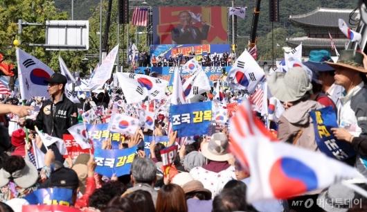 [사진]'조국 규탄'하는 광화문 집회 참가자들