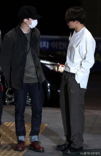[사진]슈가-지민 '남자들의 대화'