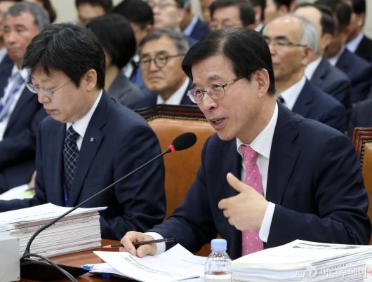 [사진]질의 답변하는 김상선 원장