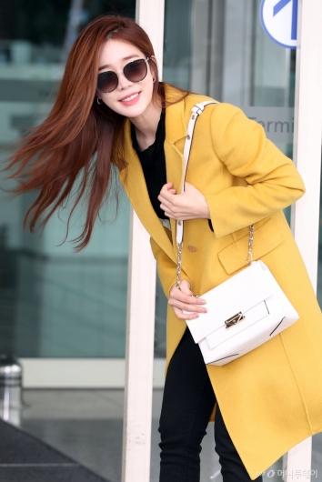 [사진]유인나 '밝은 미소로 인사'