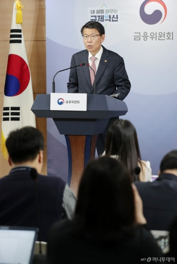 [사진]첫 기자간담회 개최한 은성수 금융위원장