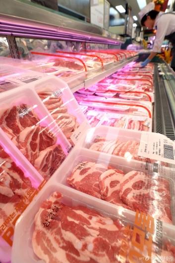 [사진]아프리카돼지열병 장기화로 돼지고기 도매가 하락