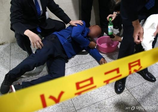 [사진]국회서 휘발유 음독한 남성