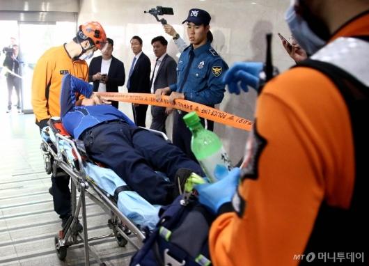 [사진]국회서 휘발유 음독한 신원미상 남성