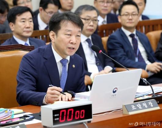 [사진]답변하는 정무경 조달청장
