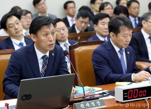 [사진]발언하는 김영문 관세청장