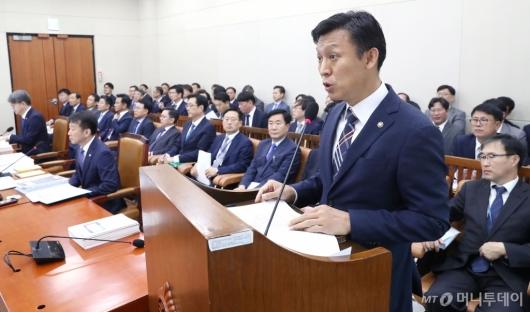 [사진]업무 보고하는 김영문 관세청장