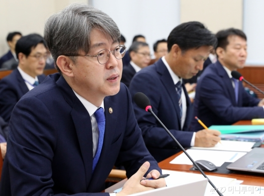 [사진]국감 출석한 강신욱 통계청장
