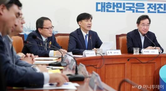 [사진]모두발언하는 조국 장관