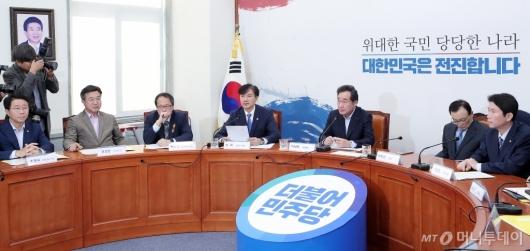 [사진]조국 장관 '검찰개혁 당정협의회서 발언'