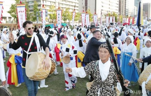 [사진]외국인도 즐기는 '서울아리랑페스티벌'