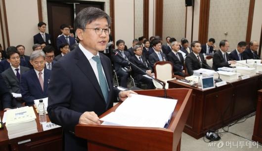 [사진]업무보고 하는 김창보 고등법원장