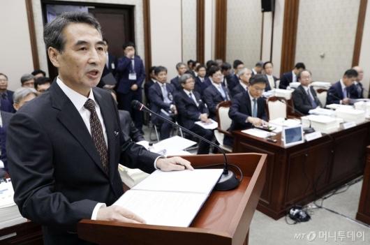 [사진]민중기 중앙지법원장 '국감 업무보고'