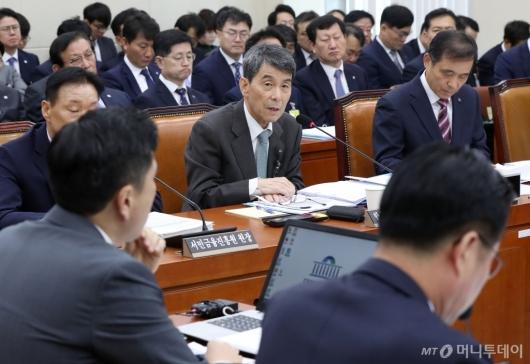 [사진]질의 답변하는 이동걸 회장