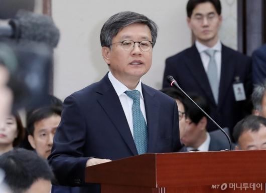 [사진]김창보 서울고등법원장 '업무보고'