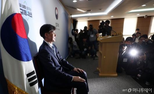 [사진]조국, 검찰 개혁 추진