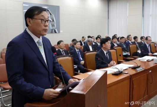 [사진]업무 보고하는 김상균 이사장