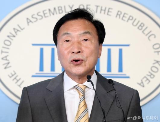 [사진]조국 사퇴에 입장 밝히는 손학규