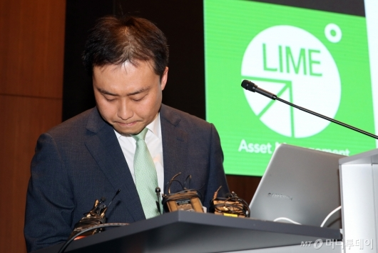 [사진]브리핑 마친 원종준 대표