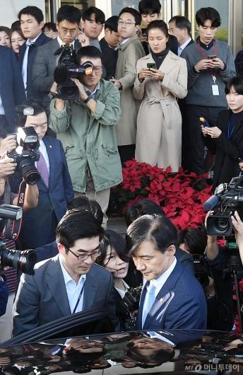 [사진]법무부 장관 사의 표명한 조국