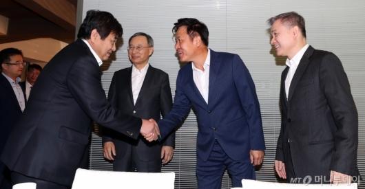 [사진]이통3사 대표들과 만난 방통위원장