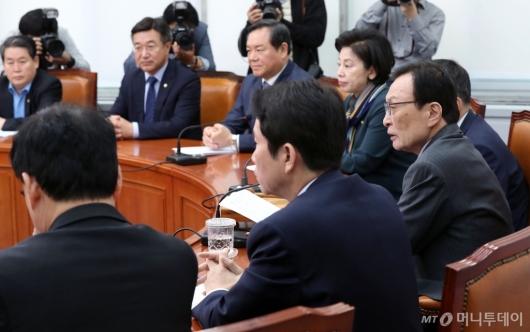 [사진]최고위원회의 발언하는 이해찬