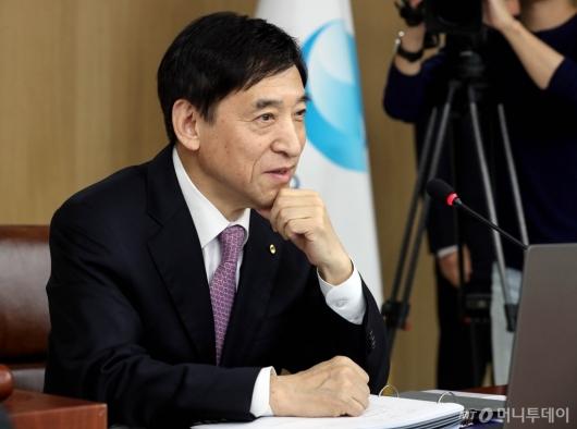 [사진]금통위 참석한 이주열 총재