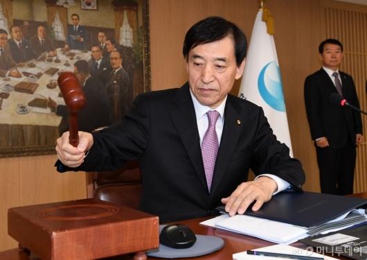 [사진]금융통화위원회 주재하는 이주열 한은 총재