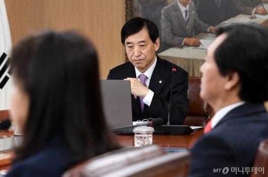 [사진]이주열 총재 '금리 생각'