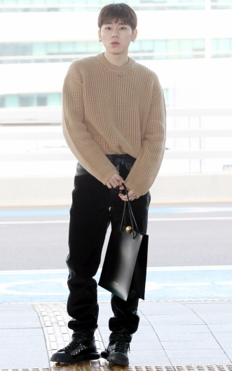 [사진]지코 '느낌있는 가죽가방'