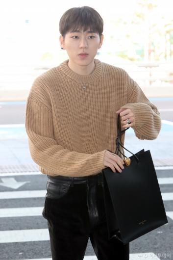 [사진]지코 '쇼핑백 아니에요'