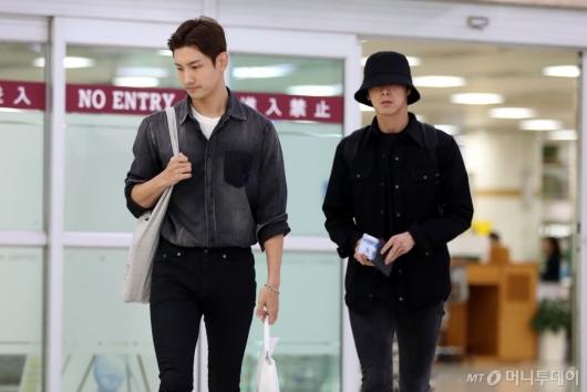 [사진]동방신기 '무거운 표정으로 입국'