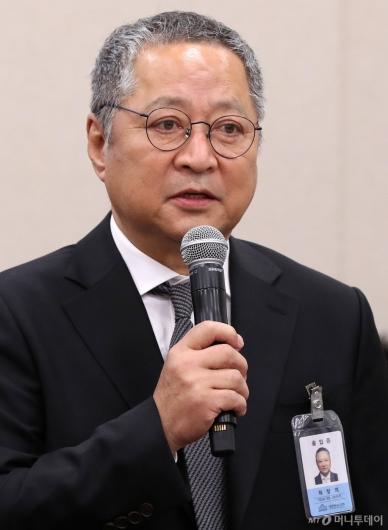 [사진]답변하는 최창희 대표